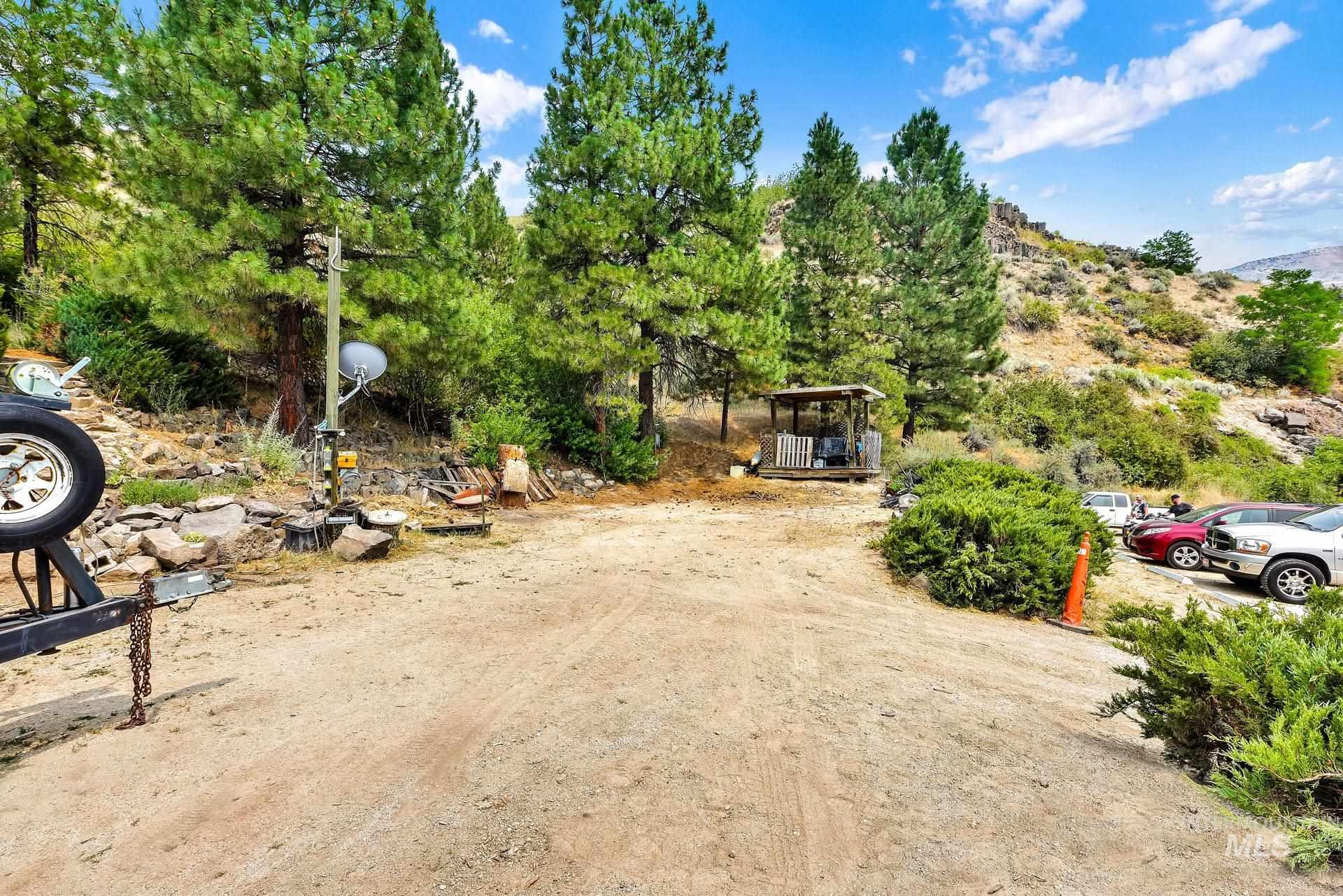 226 Robie Creek Rd Property Photo 10