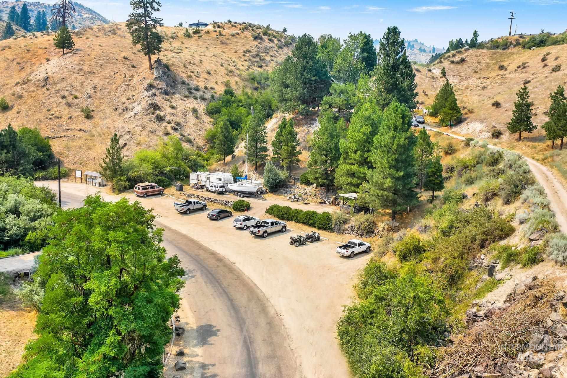 226 Robie Creek Rd Property Photo 15