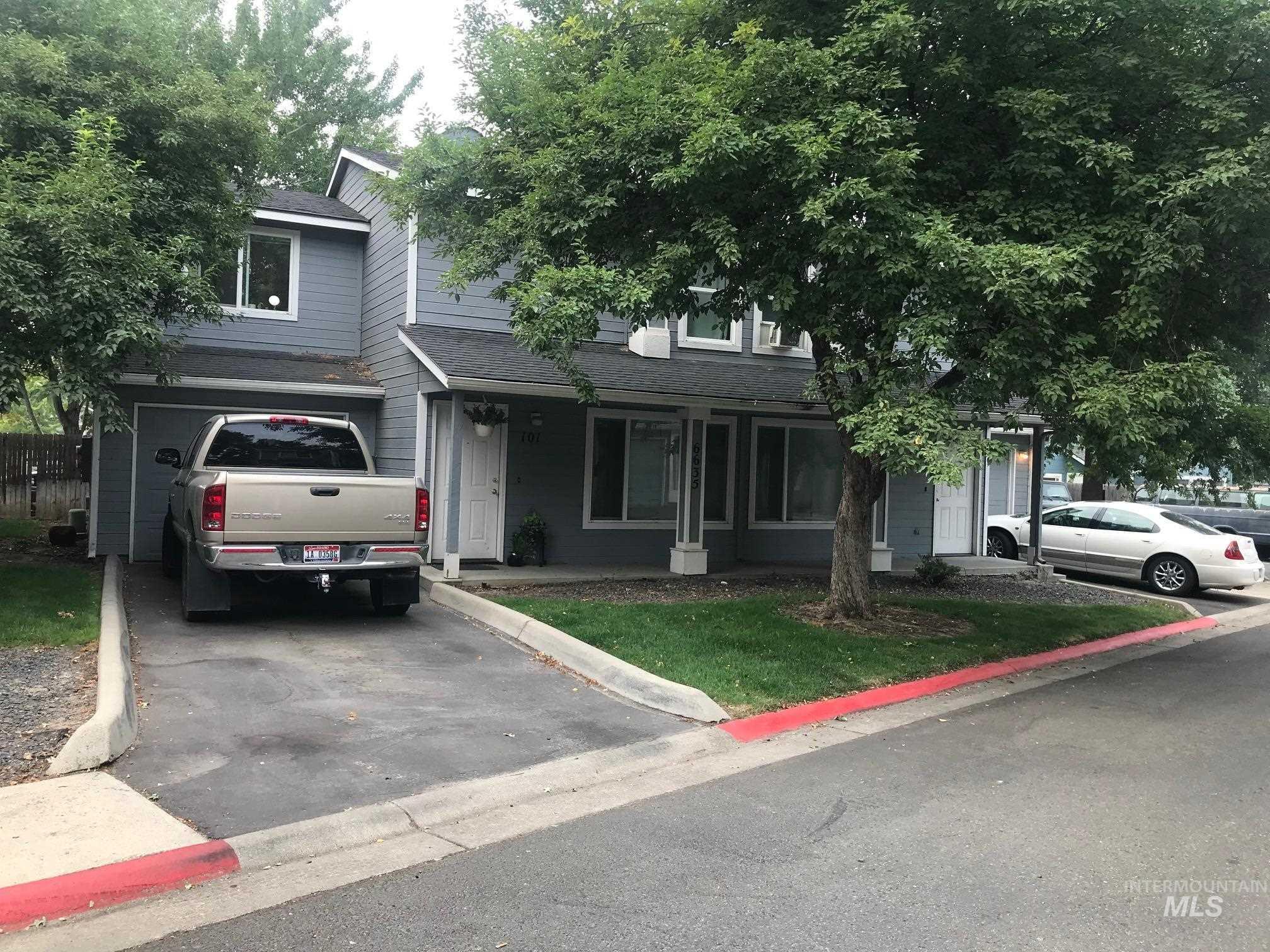 6635 W Clinton Lane Property Photo