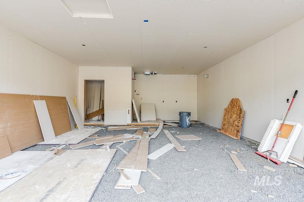 439 Southview Property Photo 7