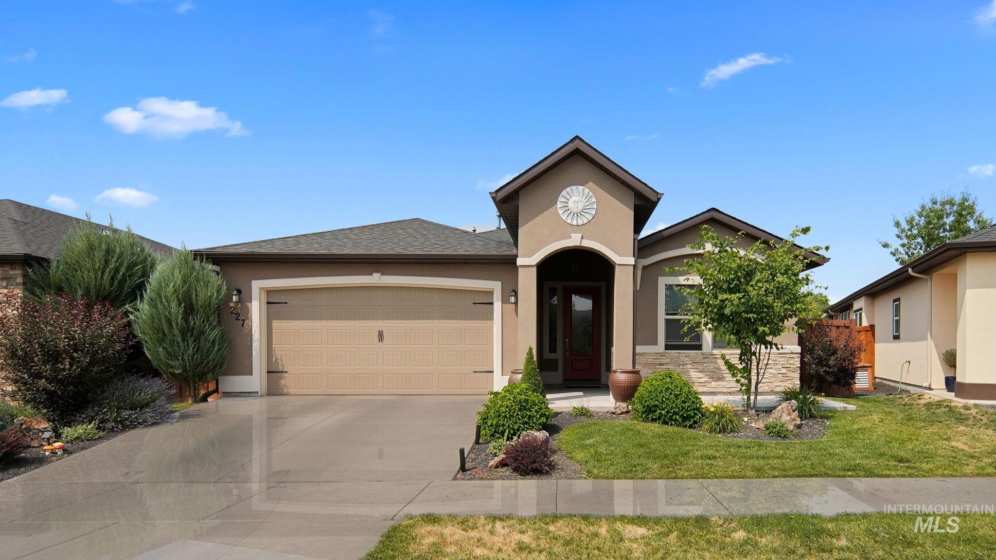 227 S Devon Ave Property Photo