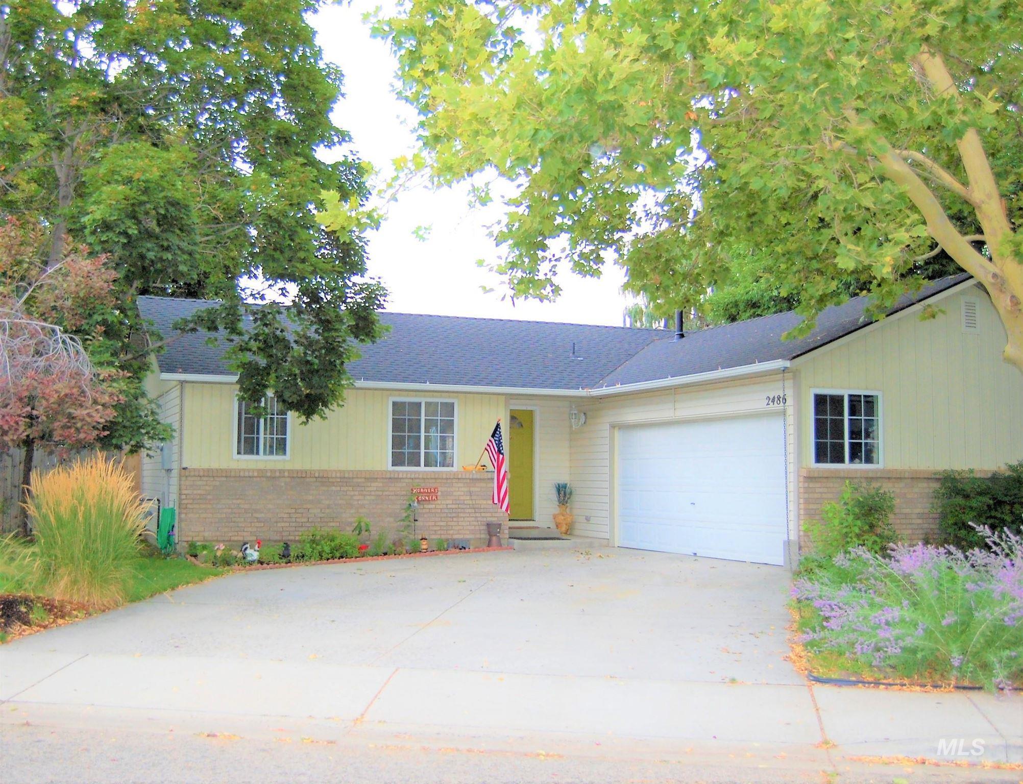 2486 E Mendota Drive Property Photo