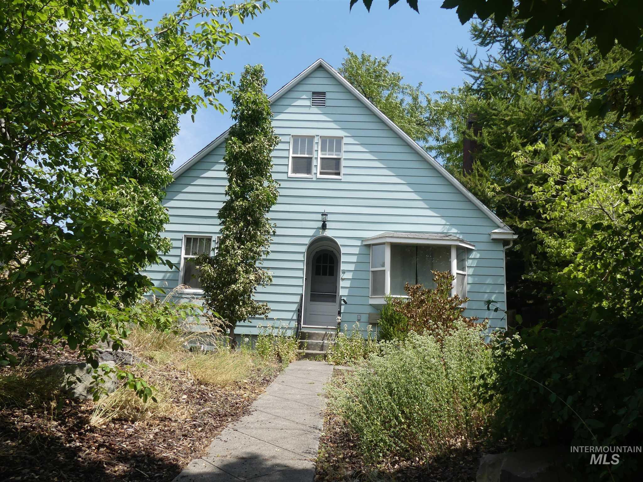 717 3rd St Property Photo