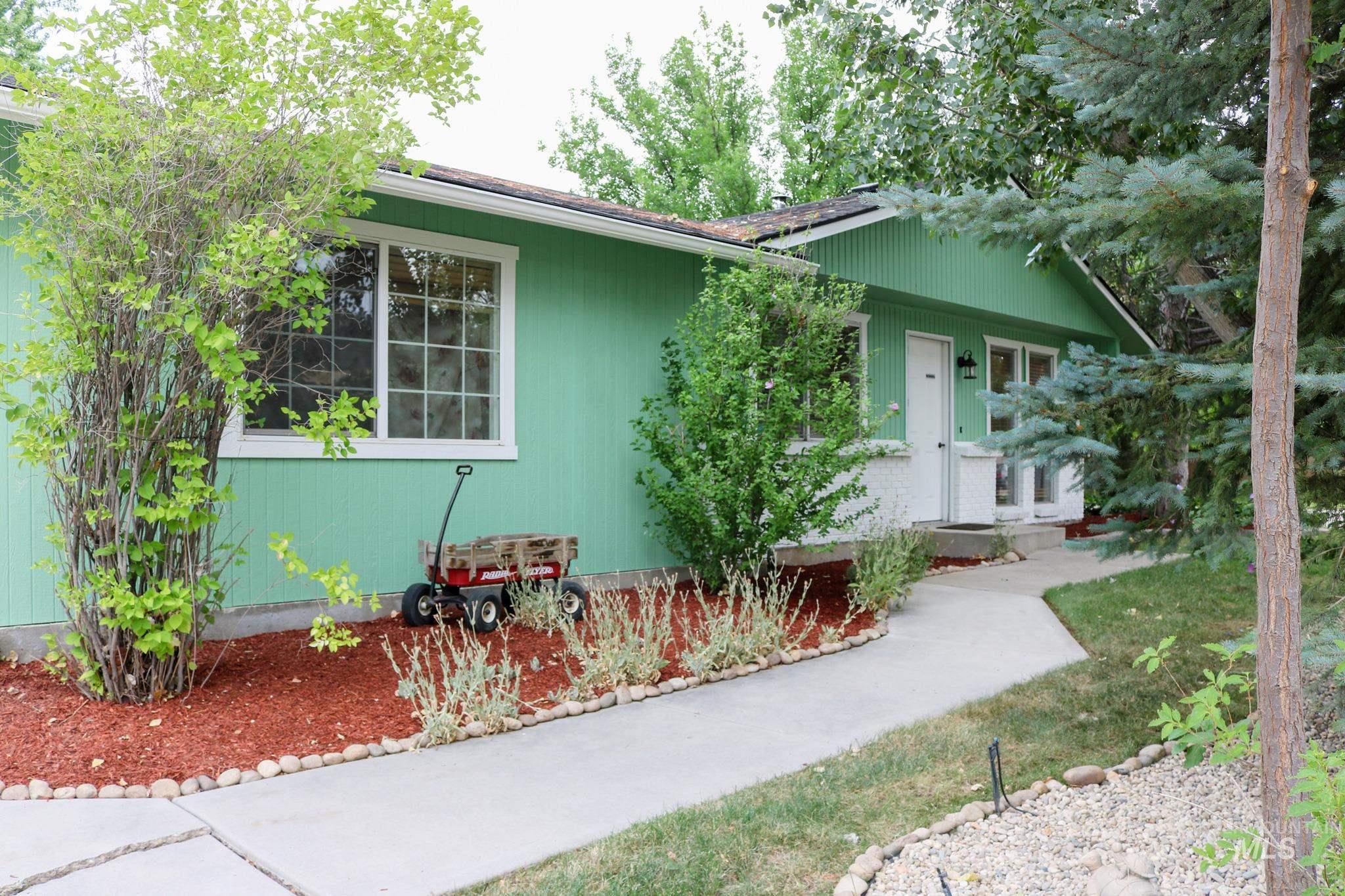 8846 W Austin St Property Photo