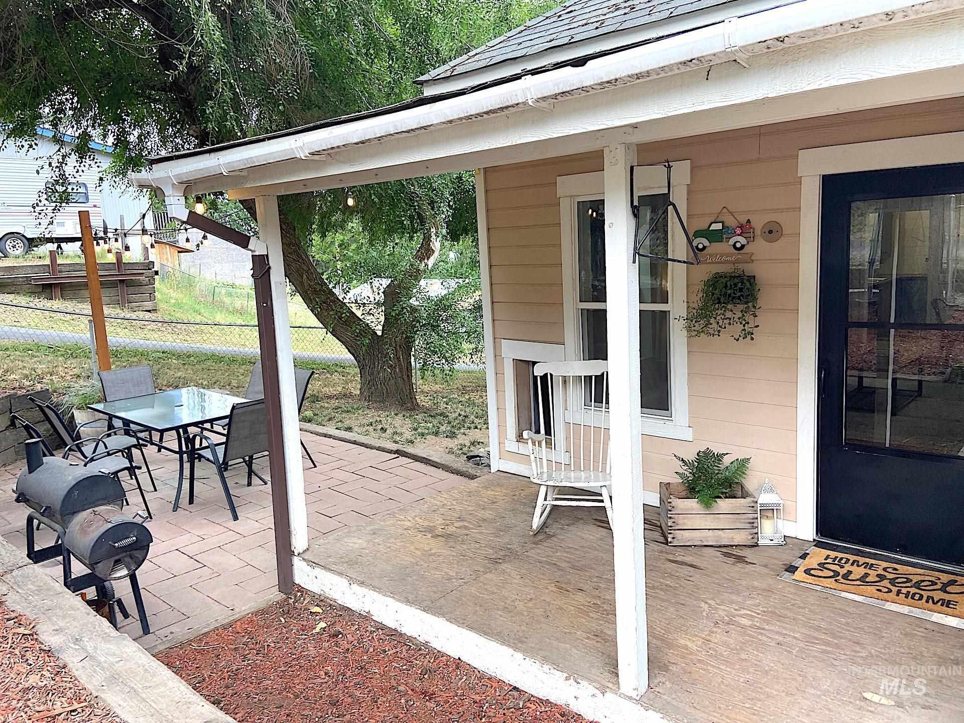 810 Cedar St Property Photo