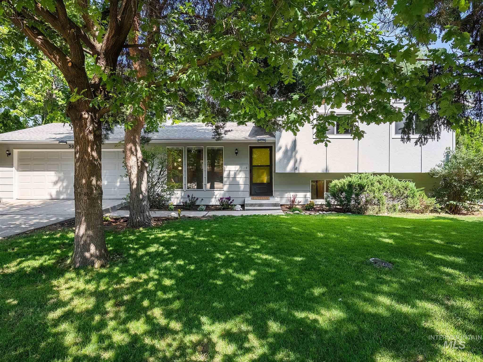 3024 S Ithaca Avenue Property Photo