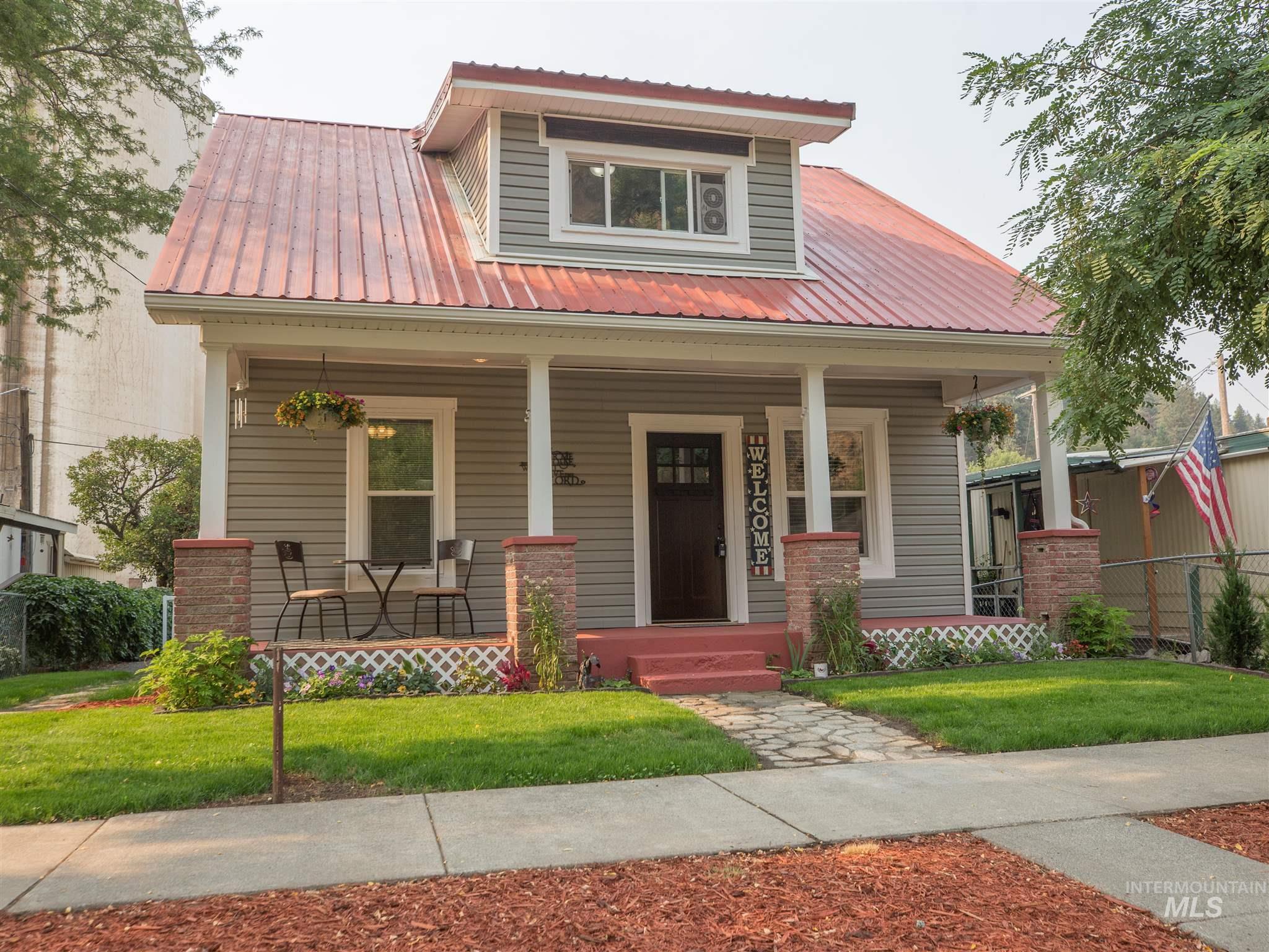 201 E Main Street Property Photo