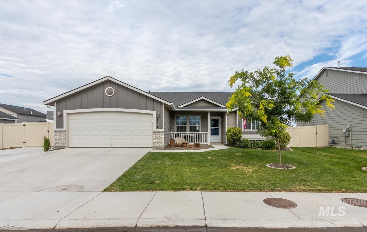 2251 N Doe Ave Property Photo