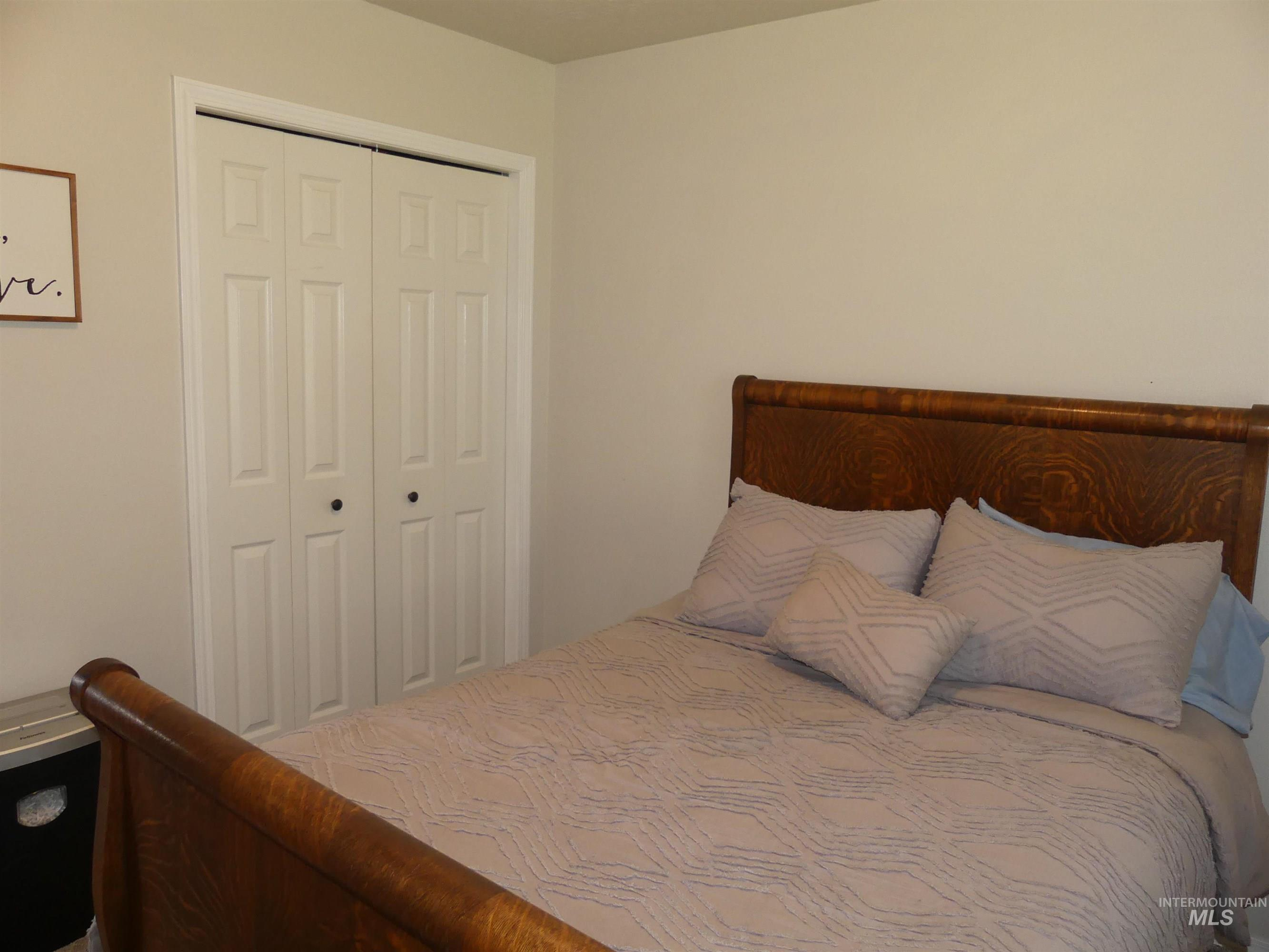 7860 Red Oak Ct Property Photo
