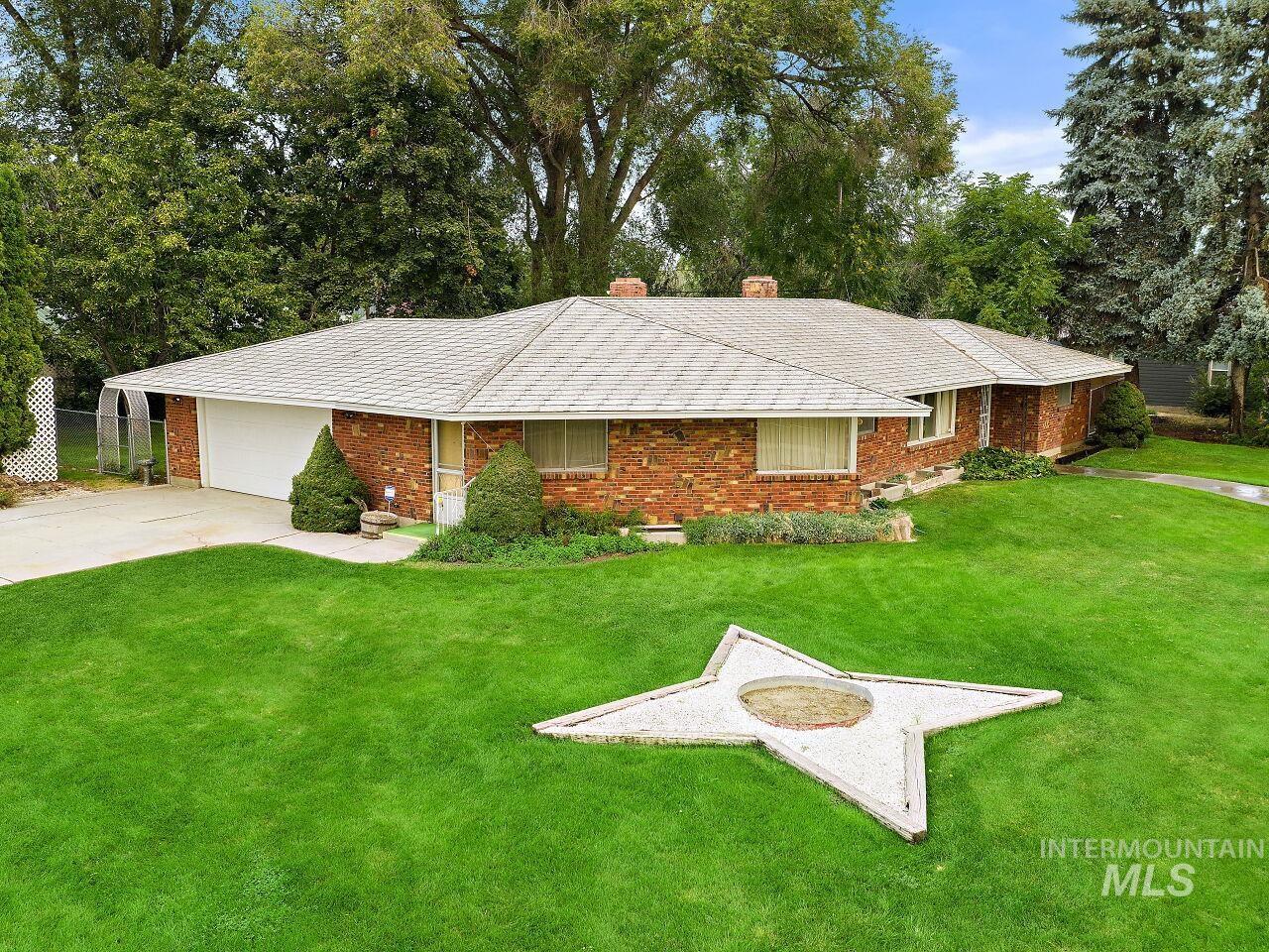 2220 S Indiana Property Photo