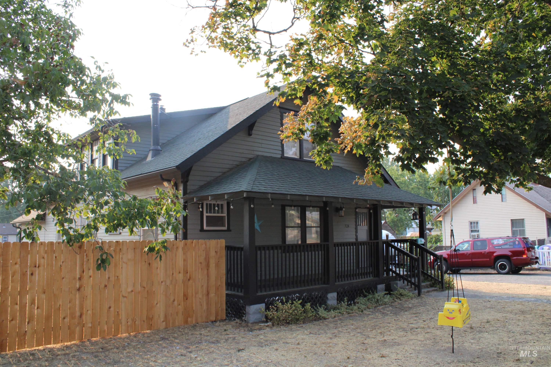 724 10th St Property Photo