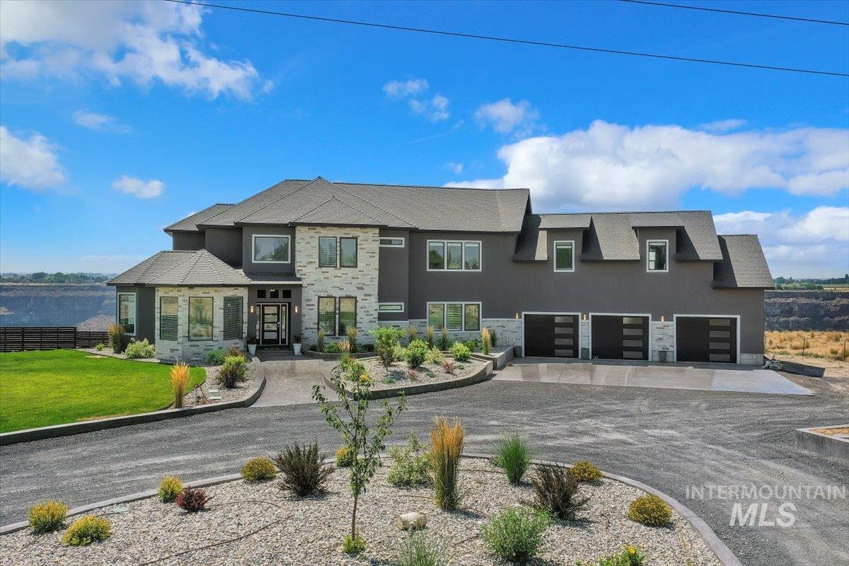 611 S 70 W Property Photo 5