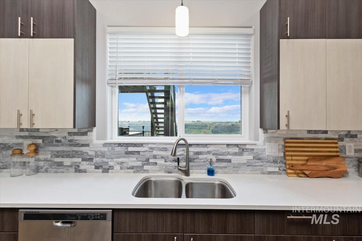 611 S 70 W Property Photo 30