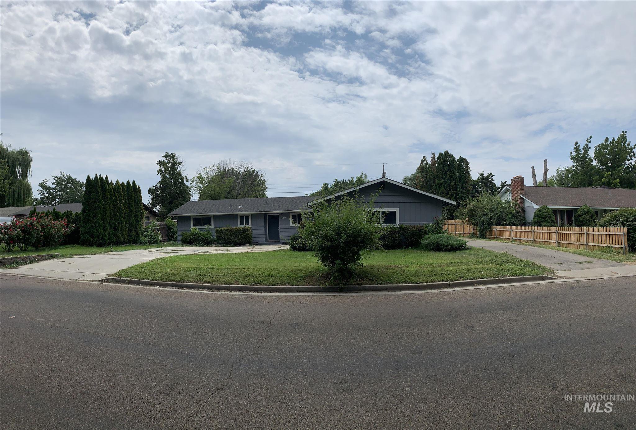 407 W Ash Property Photo 1