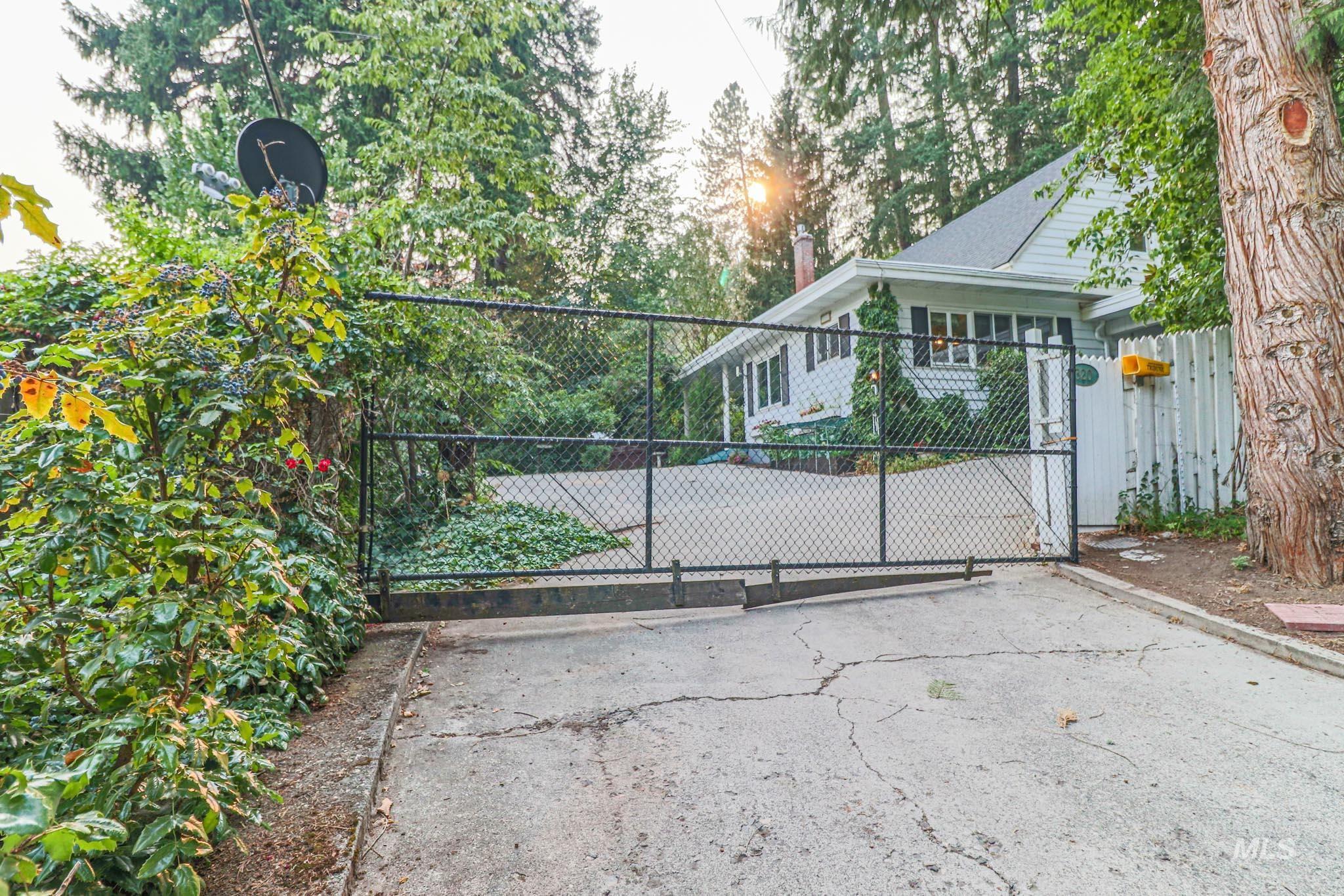 320 N D Street Property Photo