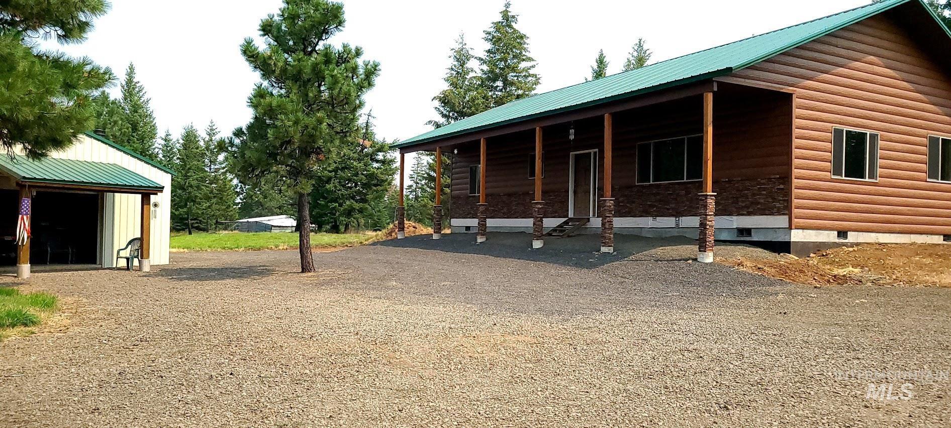 43938 Yellow Pine Ave Property Photo