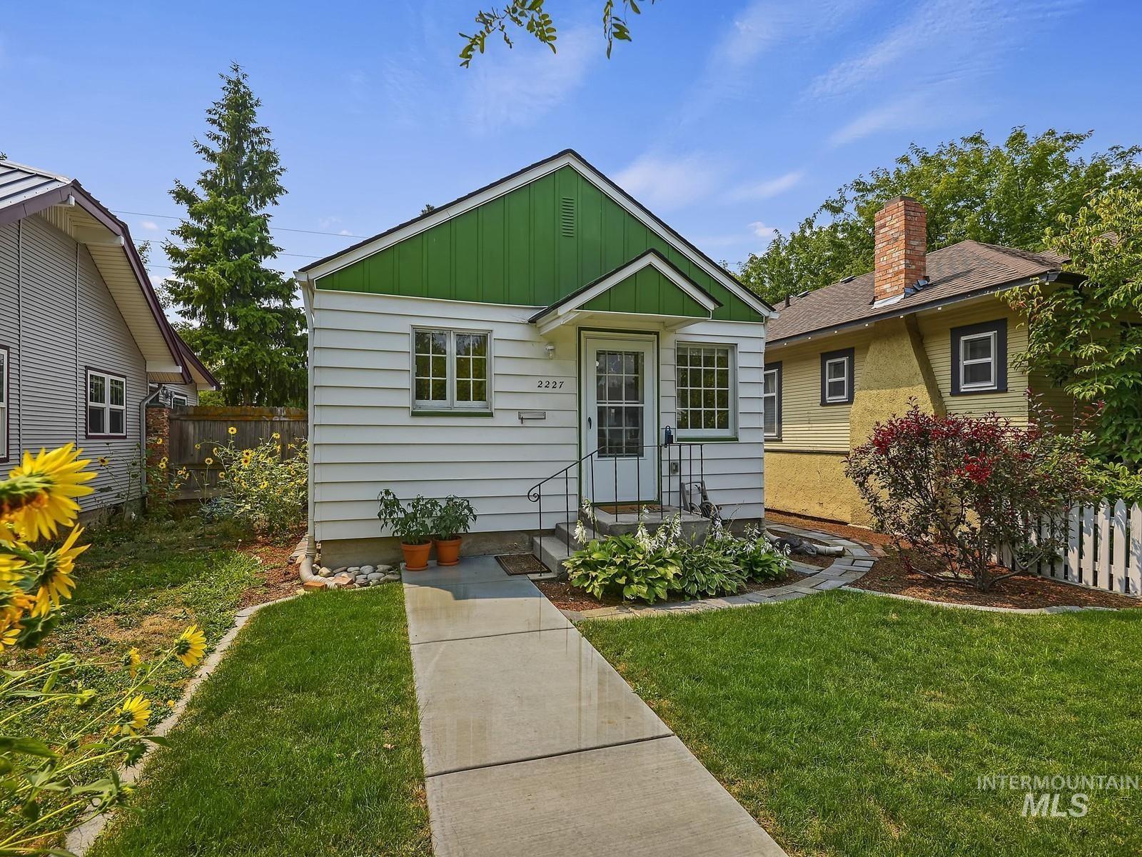 2227 W Ellis Avenue Property Photo