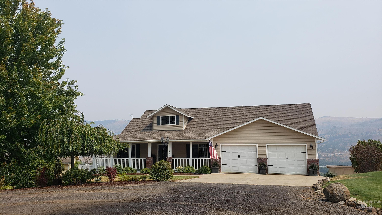 829 Crest Drive Property Photo