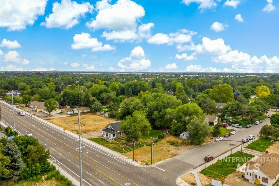 3837 N Cloverdale Rd Property Photo