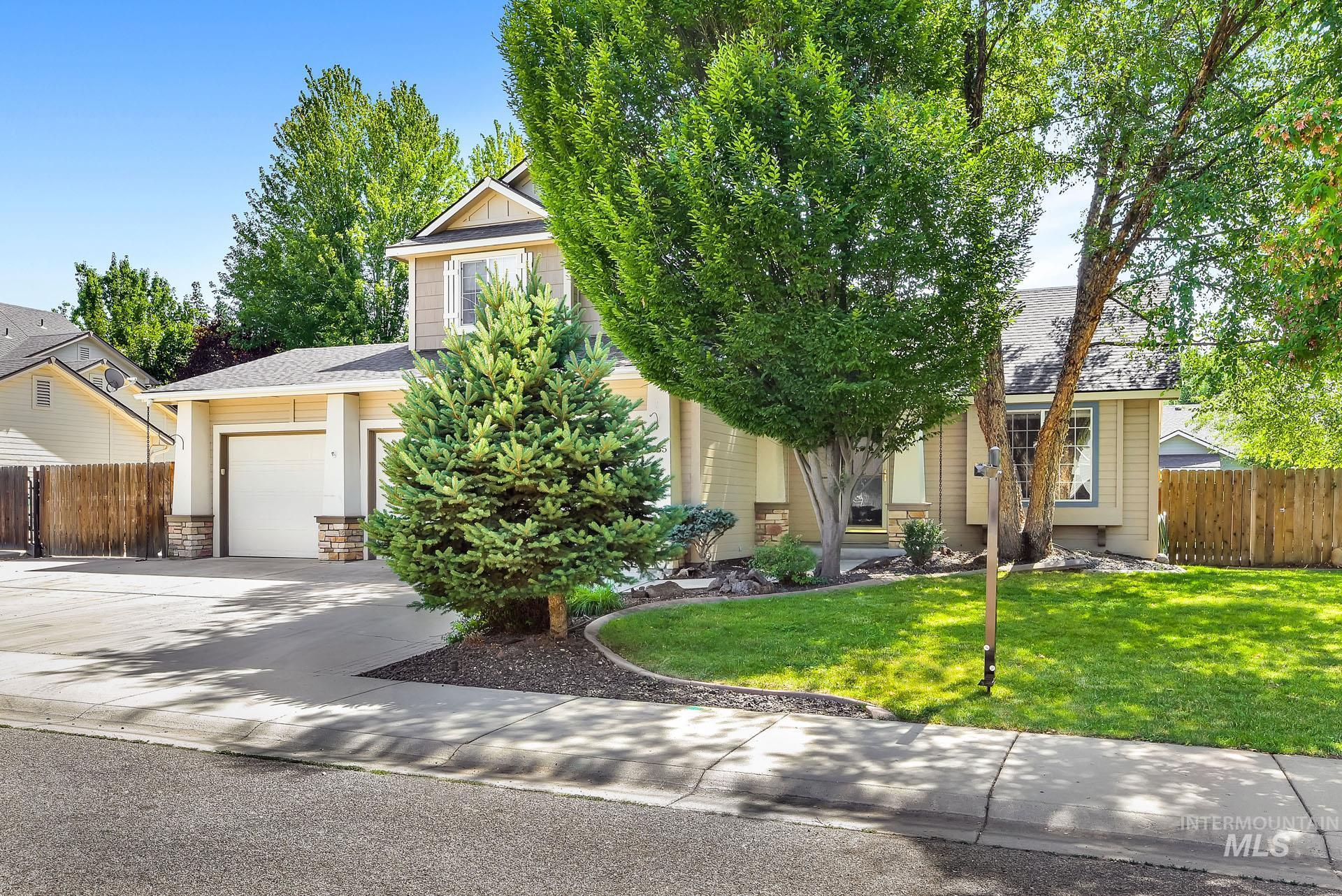 2055 E Meadow Creek Drive Property Photo 1