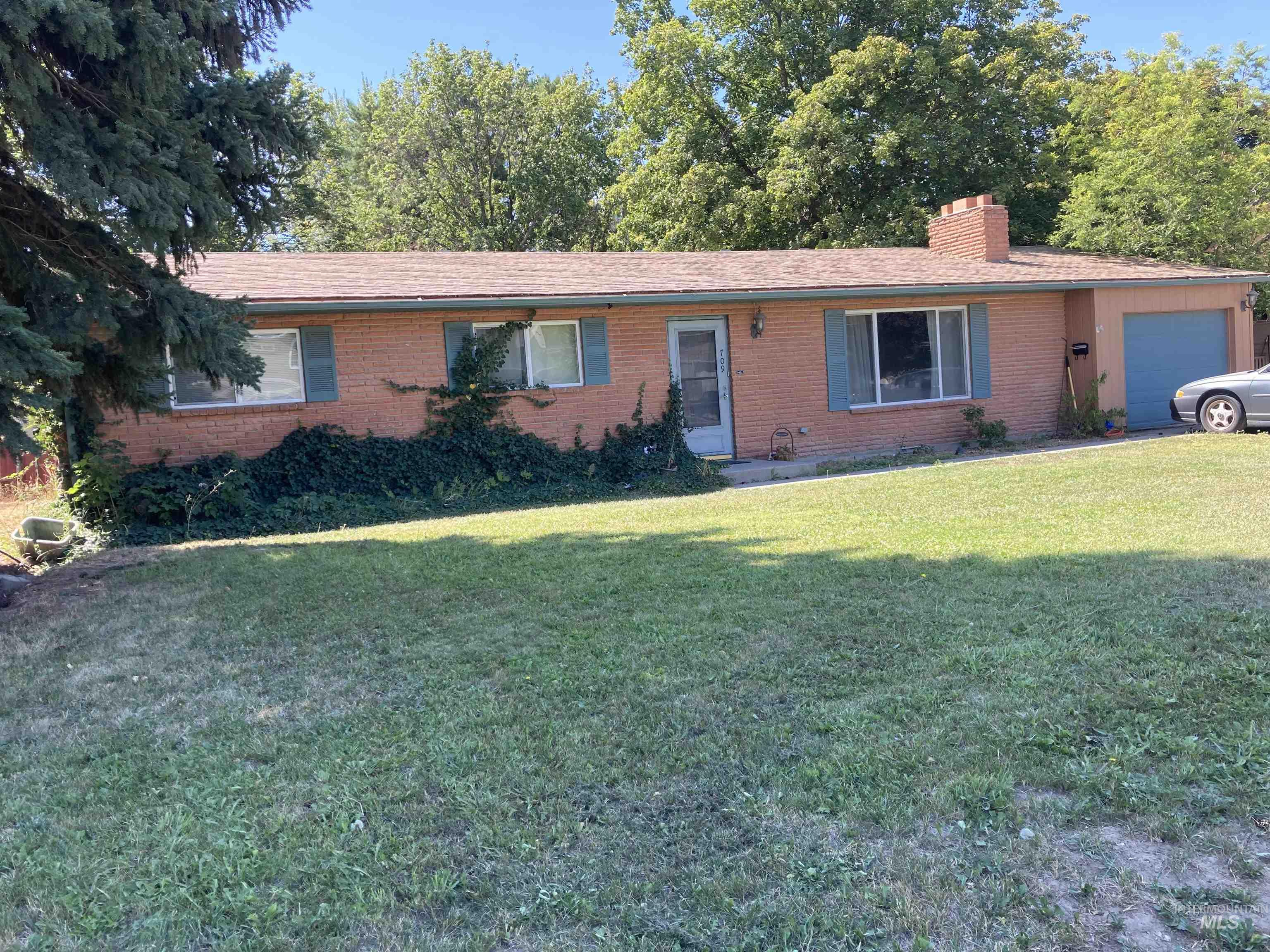 709 E Main Property Photo