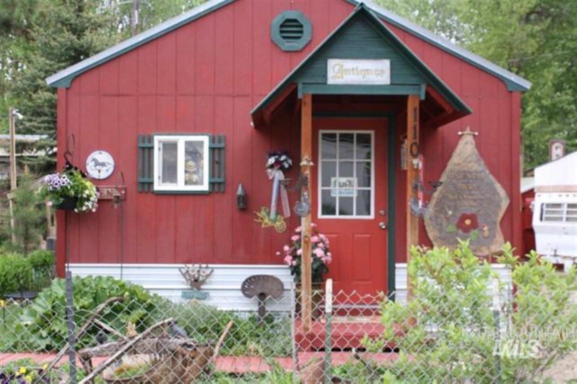 110 Cottonwood St. Property Photo