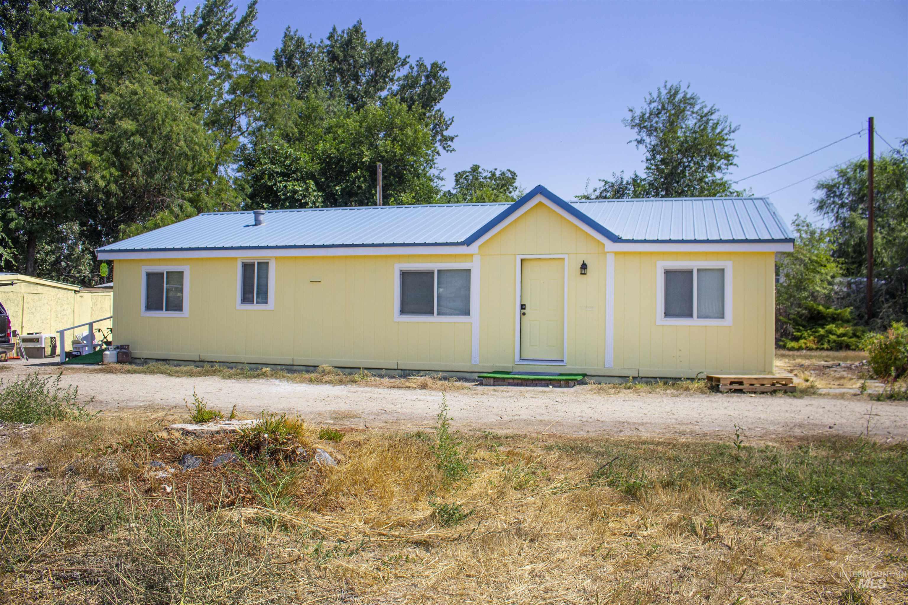 8 & 4 Butte Lane Property Photo