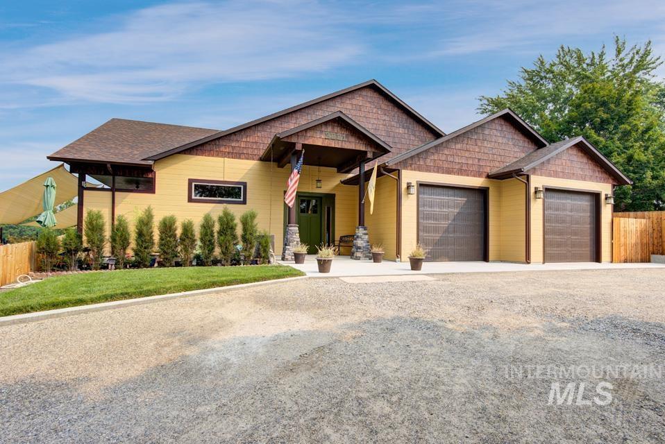 2221 Center Ave. Property Photo