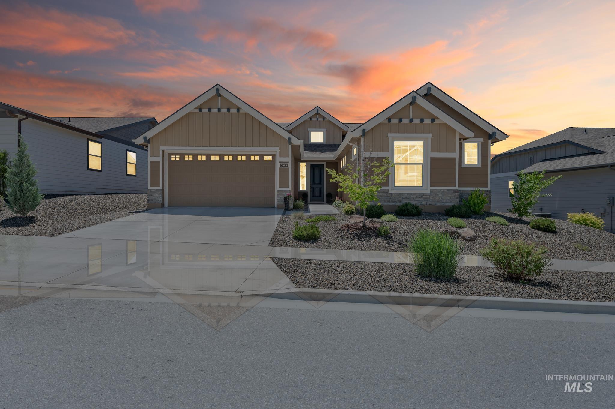 5545 W White Hills Dr Property Photo