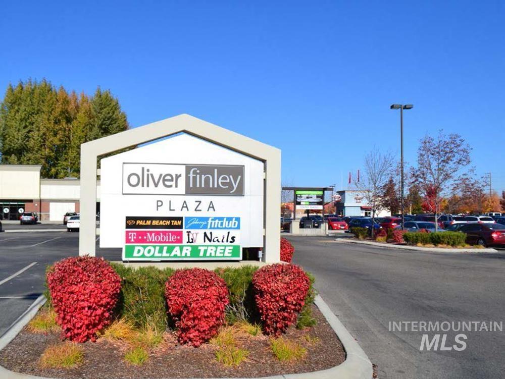 6843 N Strawberry Glen Property Photo 3