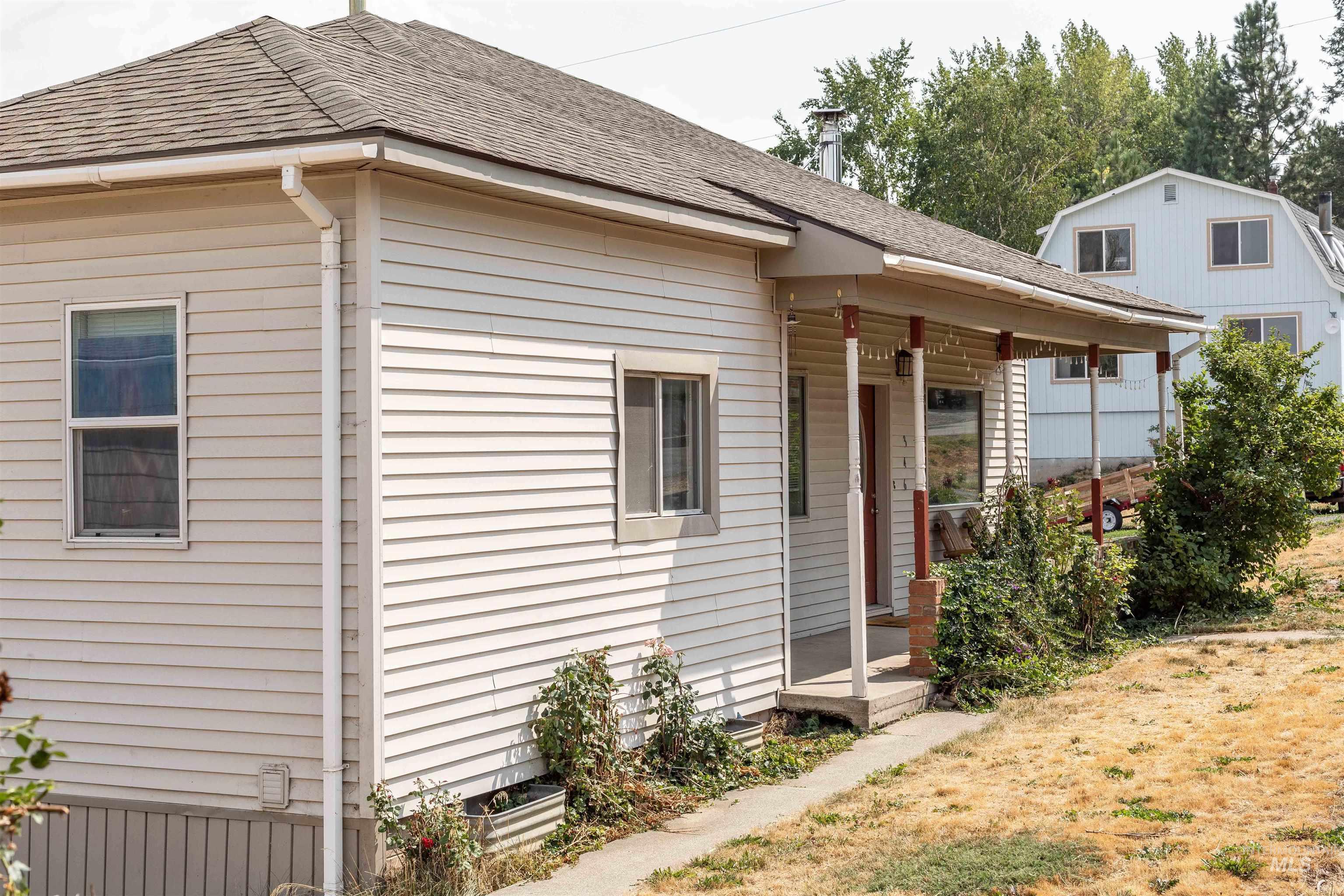 346 N Jackson Property Photo 2