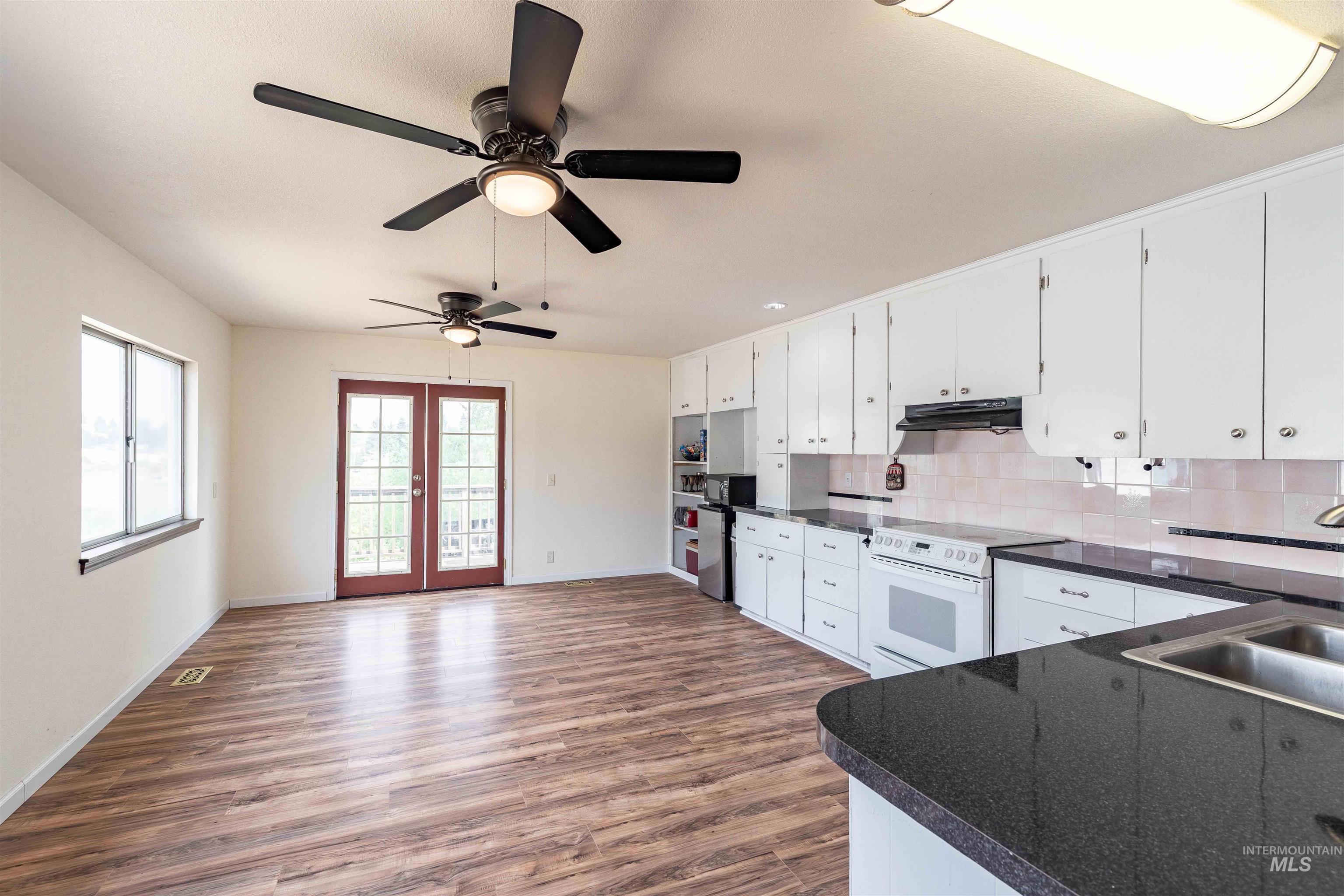 346 N Jackson Property Photo 15