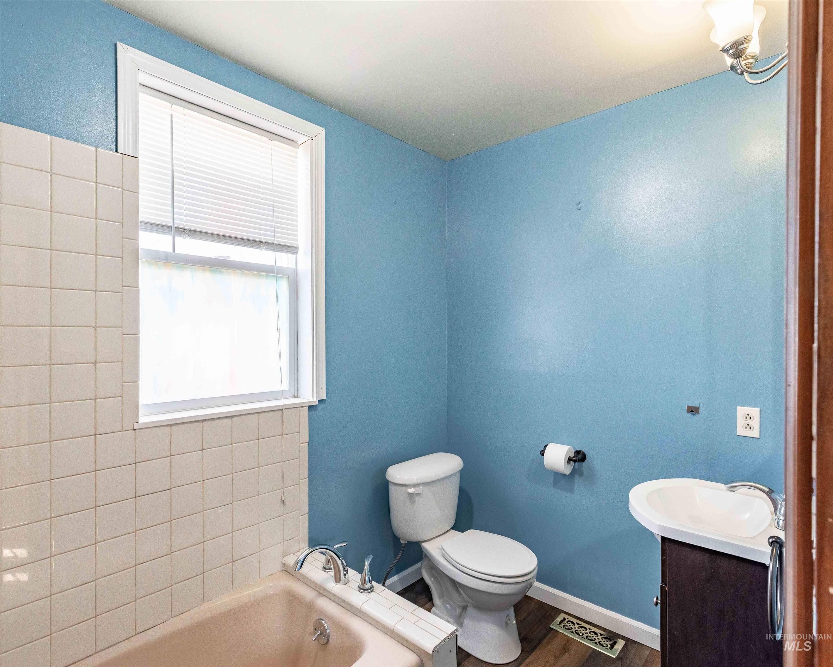 346 N Jackson Property Photo 20