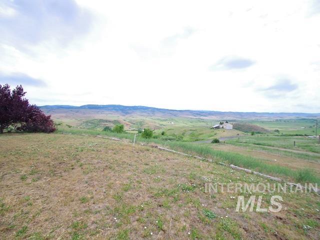 1211 Mesa Road Property Photo 3