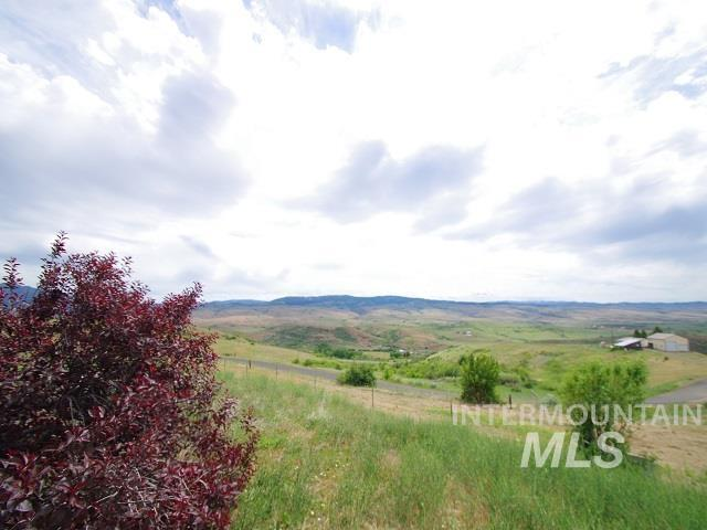 1211 Mesa Road Property Photo 4