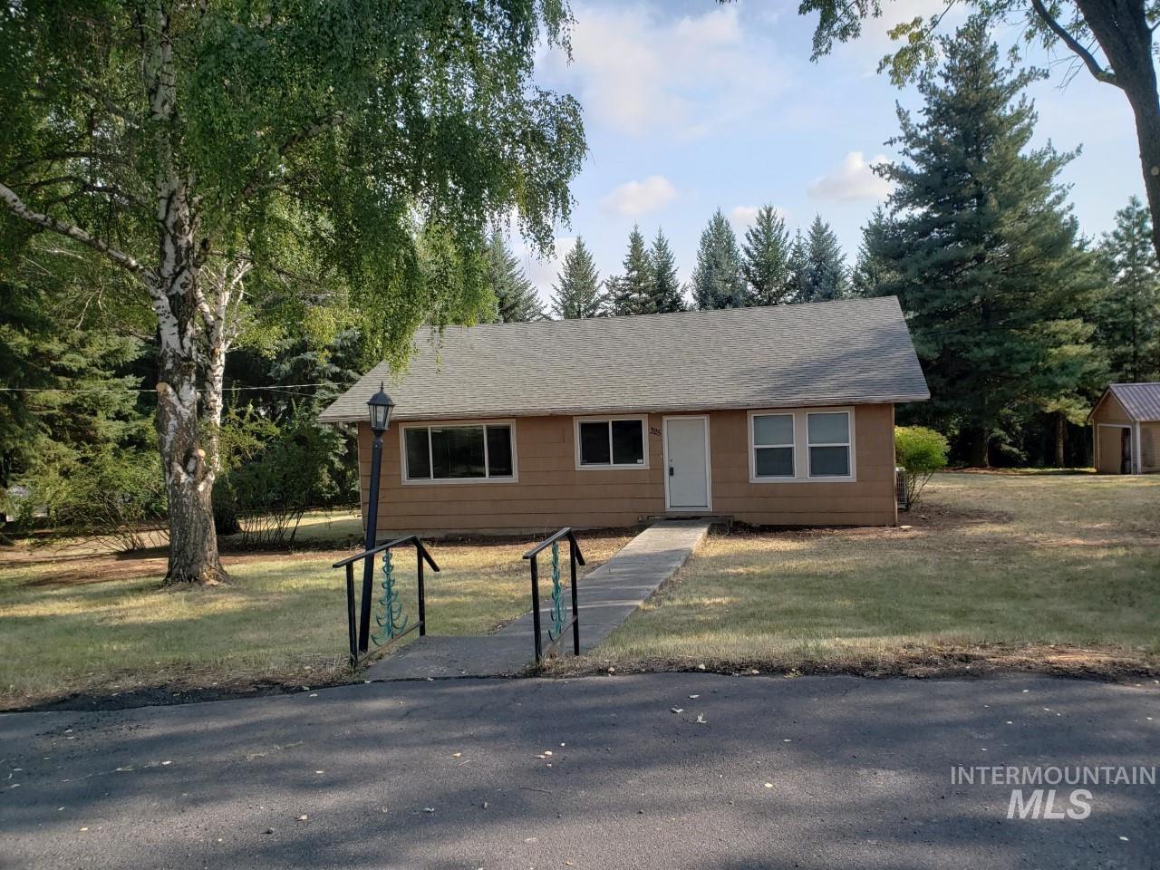 325 W Palouse River Drive Property Photo