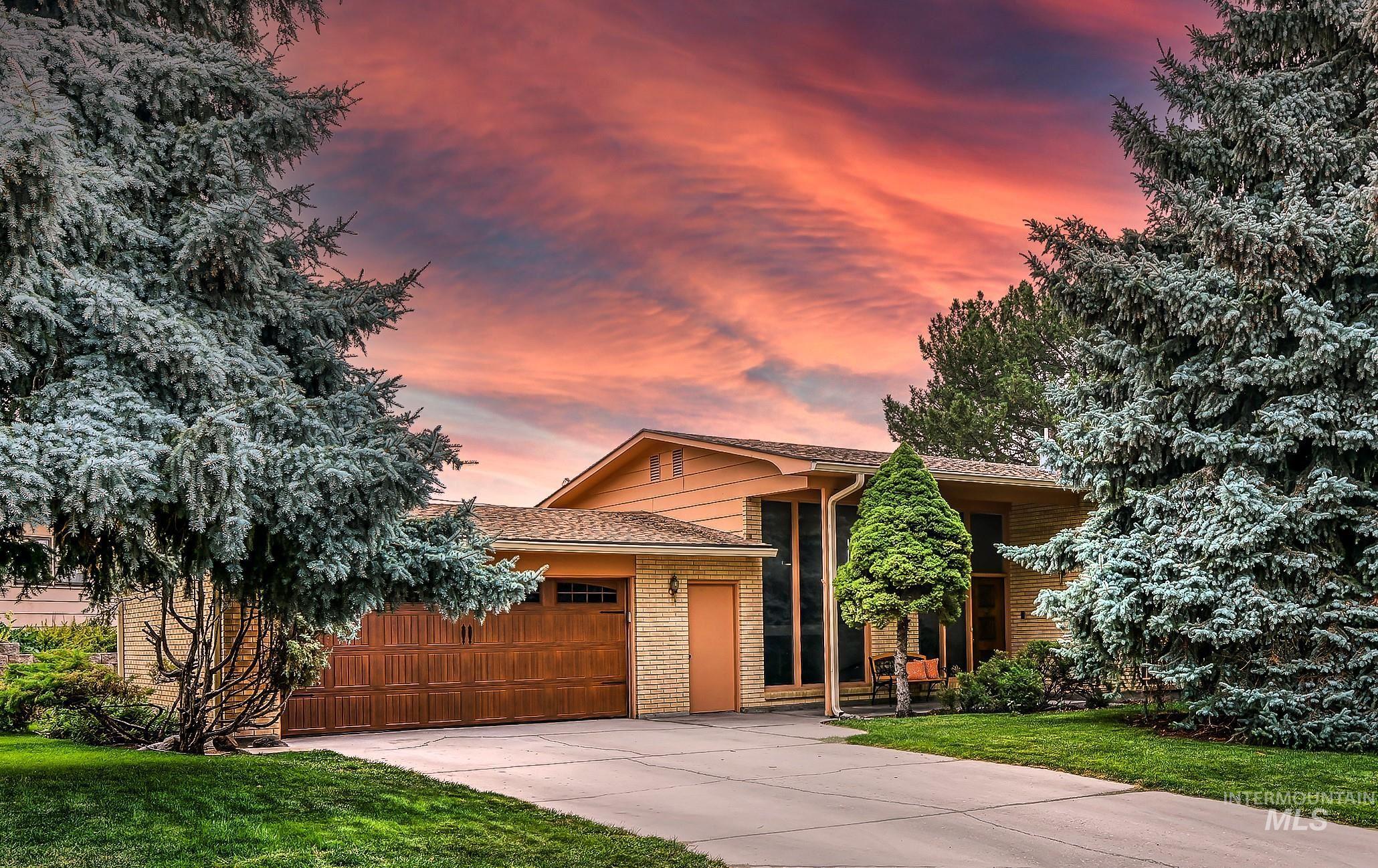 421 E Highland View Drive Property Photo 1