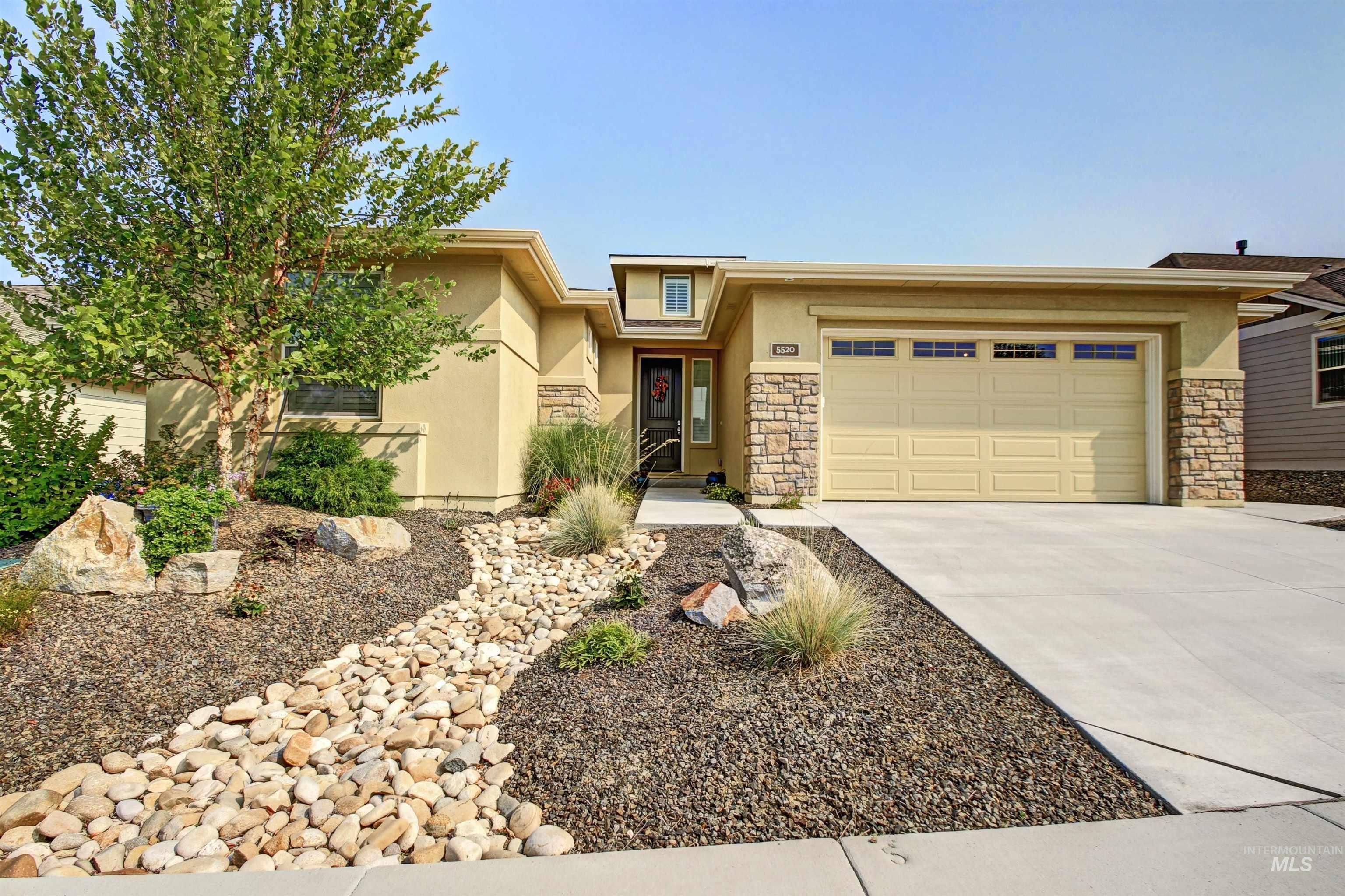 5520 W White Hills Dr Property Photo