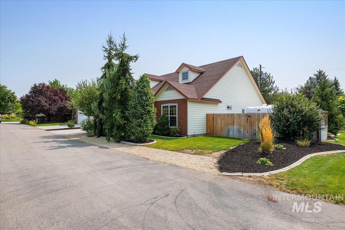 Bluebird Real Estate Listings Main Image