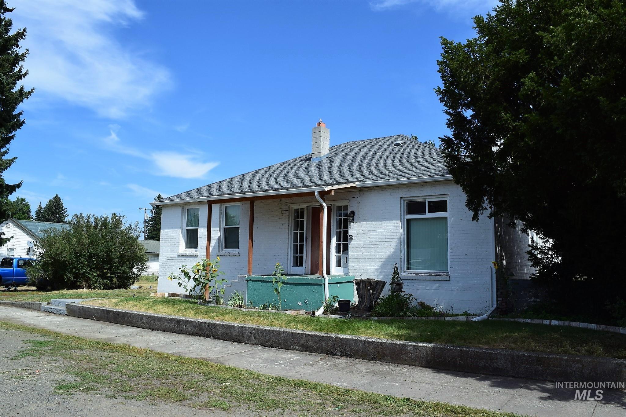 709 Oak Street Property Photo