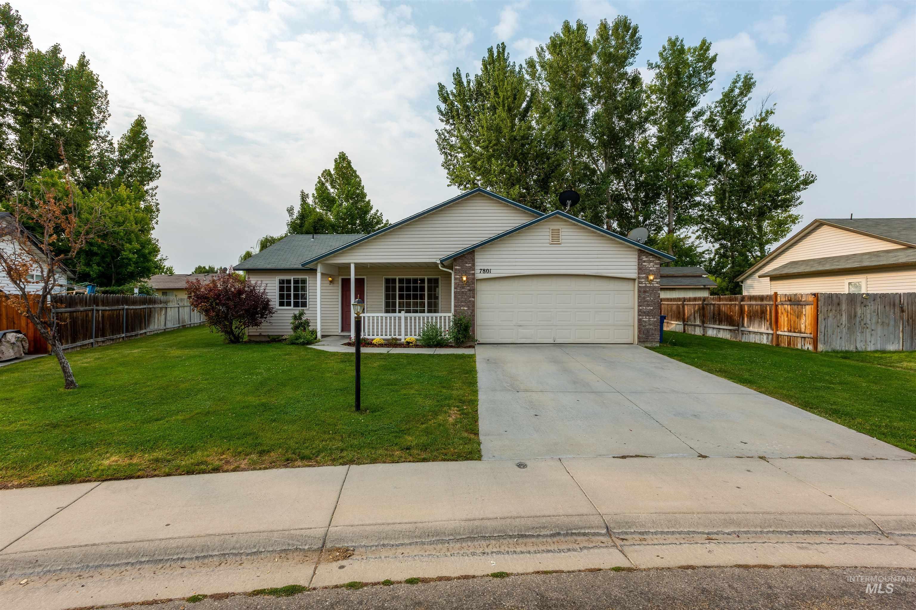 7801 E Mountain Oak Dr Property Photo