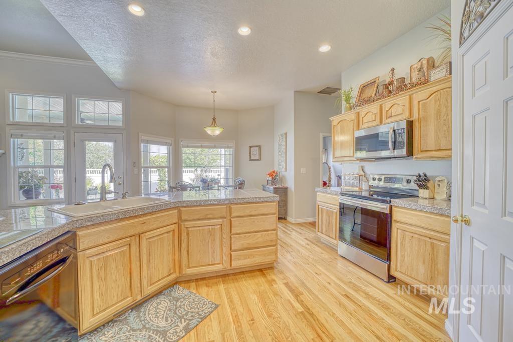 645 Whispering Pine Drive Property Photo 13