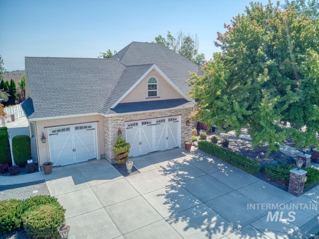 568 Boxwood Drive Property Photo 2