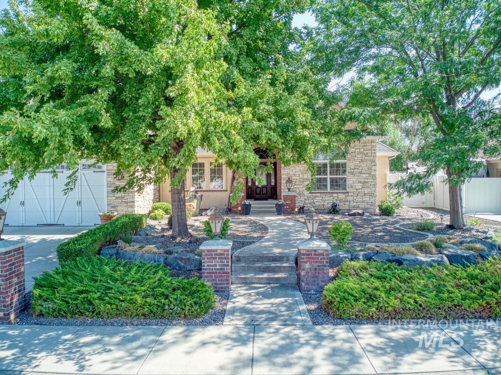 568 Boxwood Drive Property Photo 3