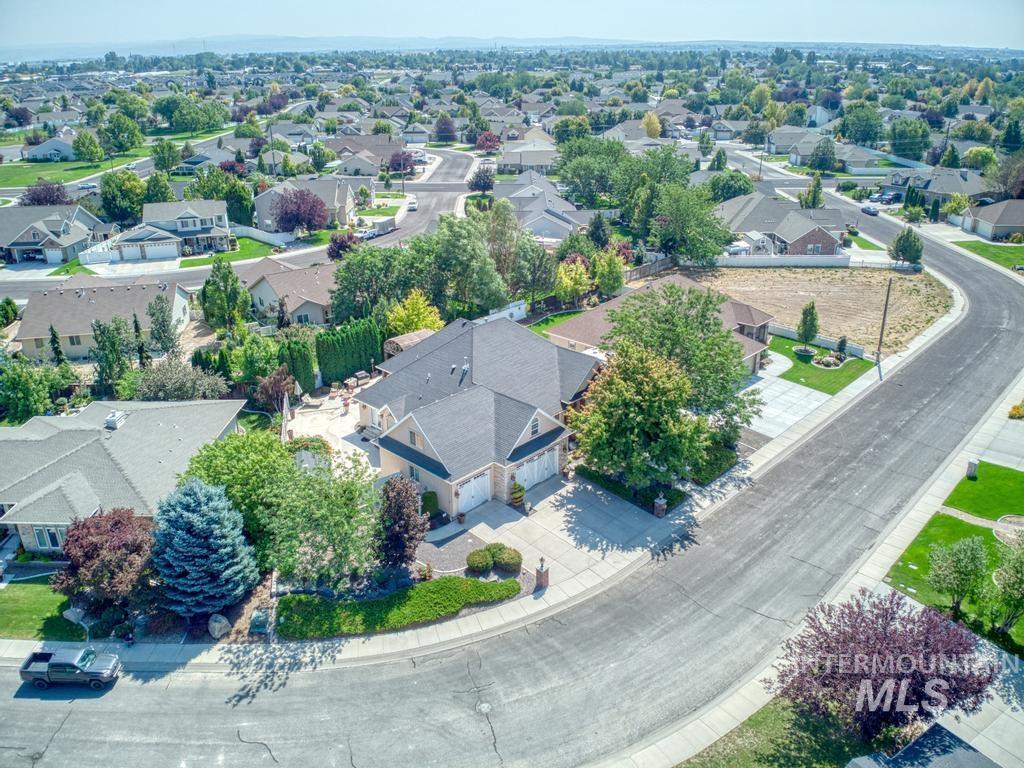 568 Boxwood Drive Property Photo 4