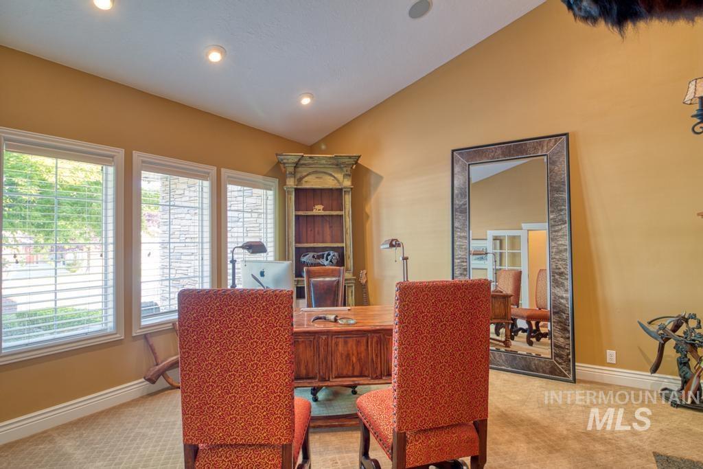 568 Boxwood Drive Property Photo 5