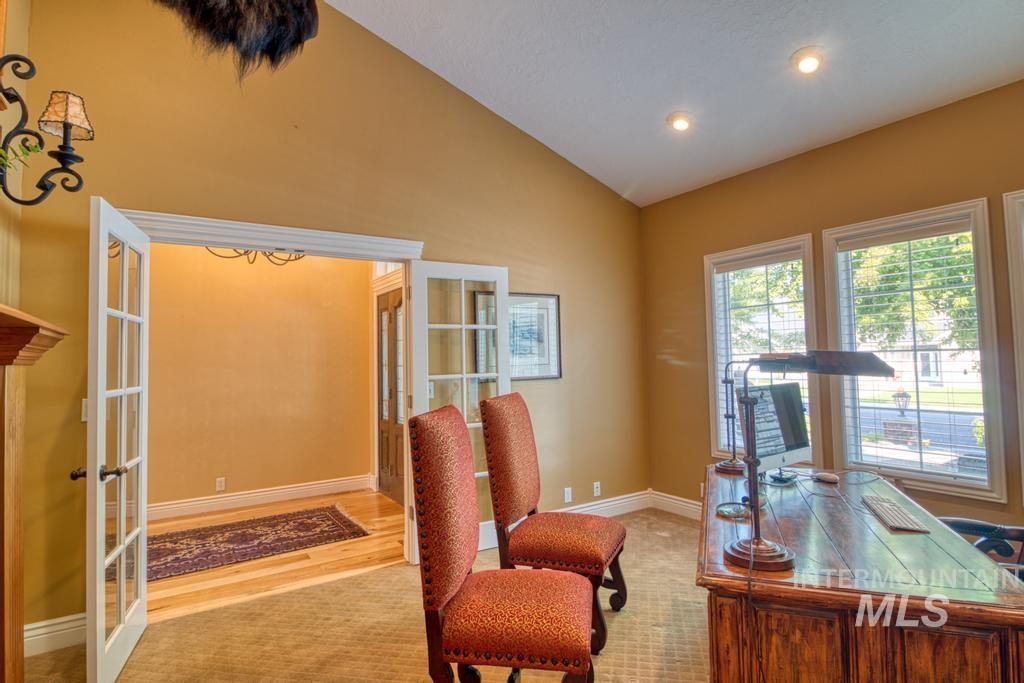 568 Boxwood Drive Property Photo 6