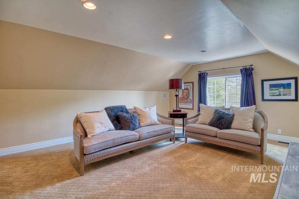 568 Boxwood Drive Property Photo 32