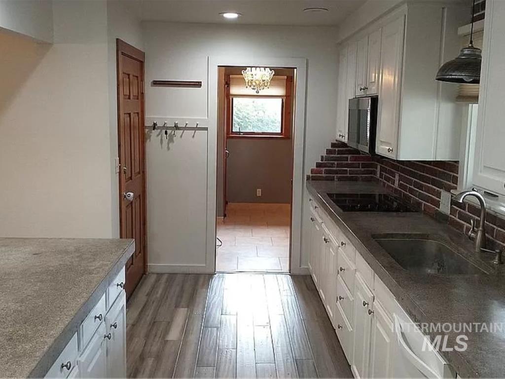 2070 Candlewood Ave Property Photo 7