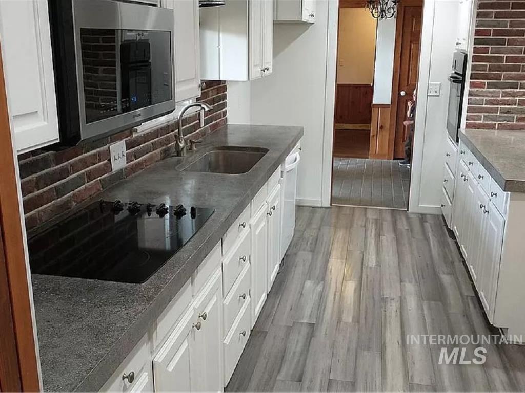 2070 Candlewood Ave Property Photo 8